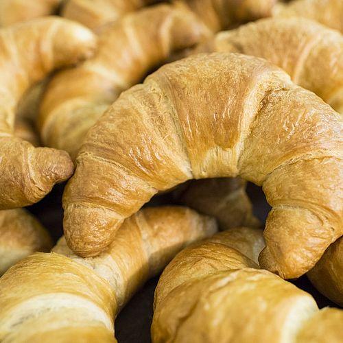 Warme Buttercroissants jeden Tag