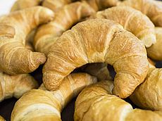 Warme Buttercroissants jeden Tag