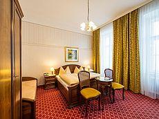 Gemütliche Doppelzimmer mit Sitzbereich