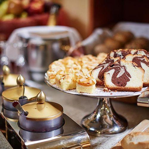 Kuchen zum Frühstück im Hotel Austria
