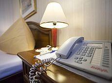 Telefon und Notizblock in jedem Gästezimmer