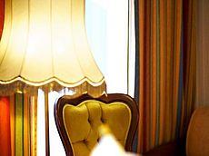 Stehlampe im Gästezimmer